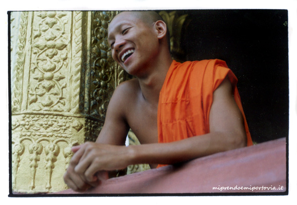 laos monaci