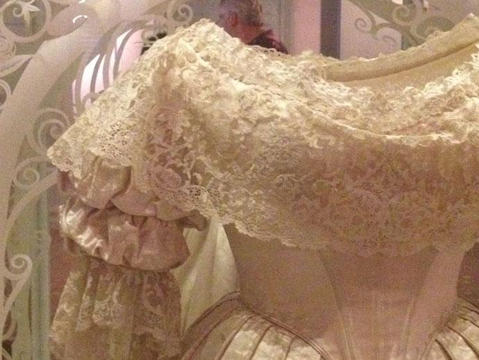 dettaglio-dell'abito-da-sposa-di-Vittoria
