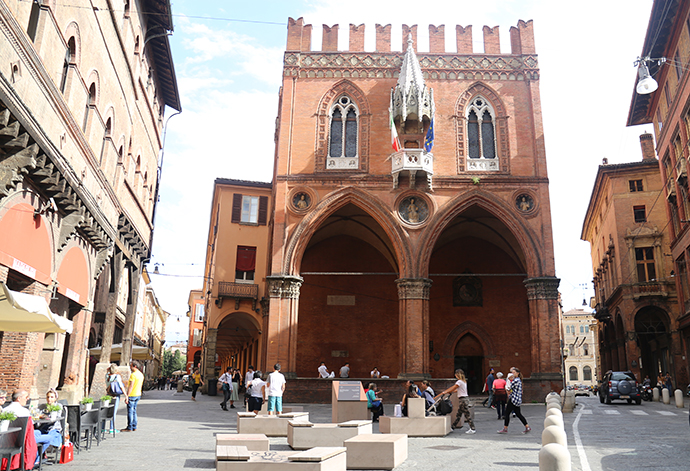 A Bologna con lookals