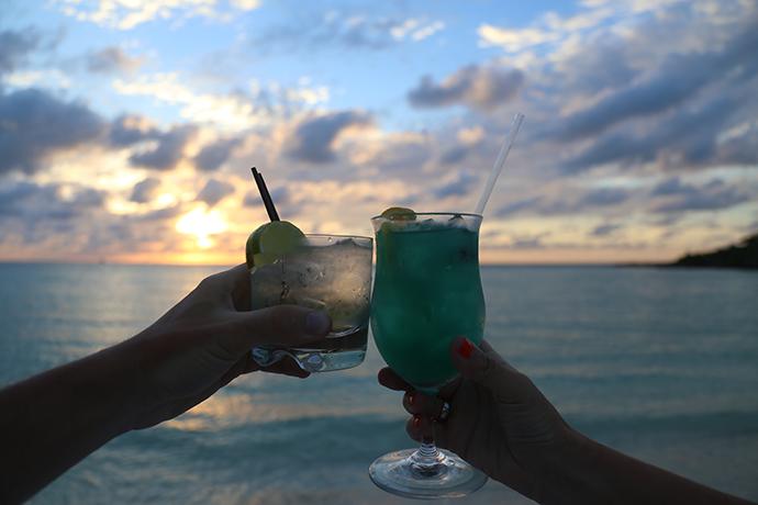 Bermuda-aperitivo-in-spiaggia