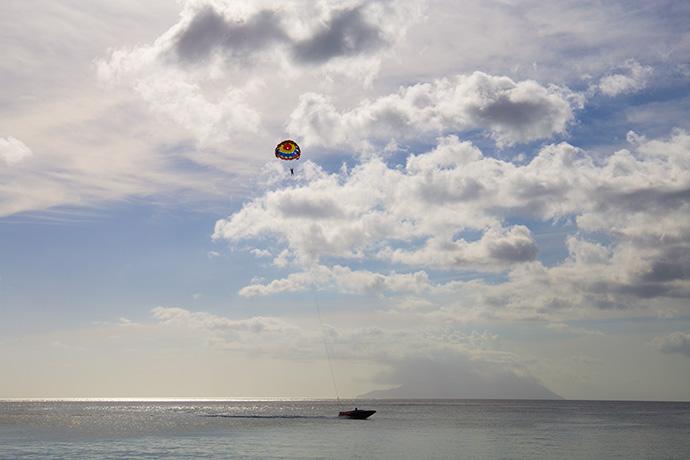 visitare Mahé Seychelles parasailing