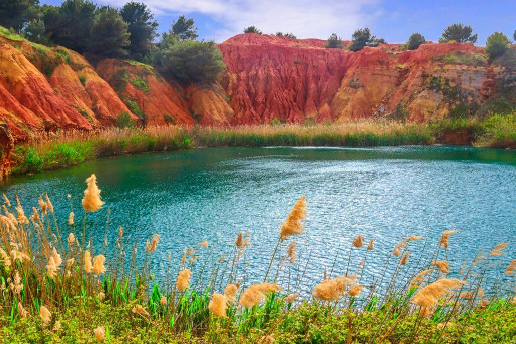 Posti da visitare in Italia Lago di Bauxite
